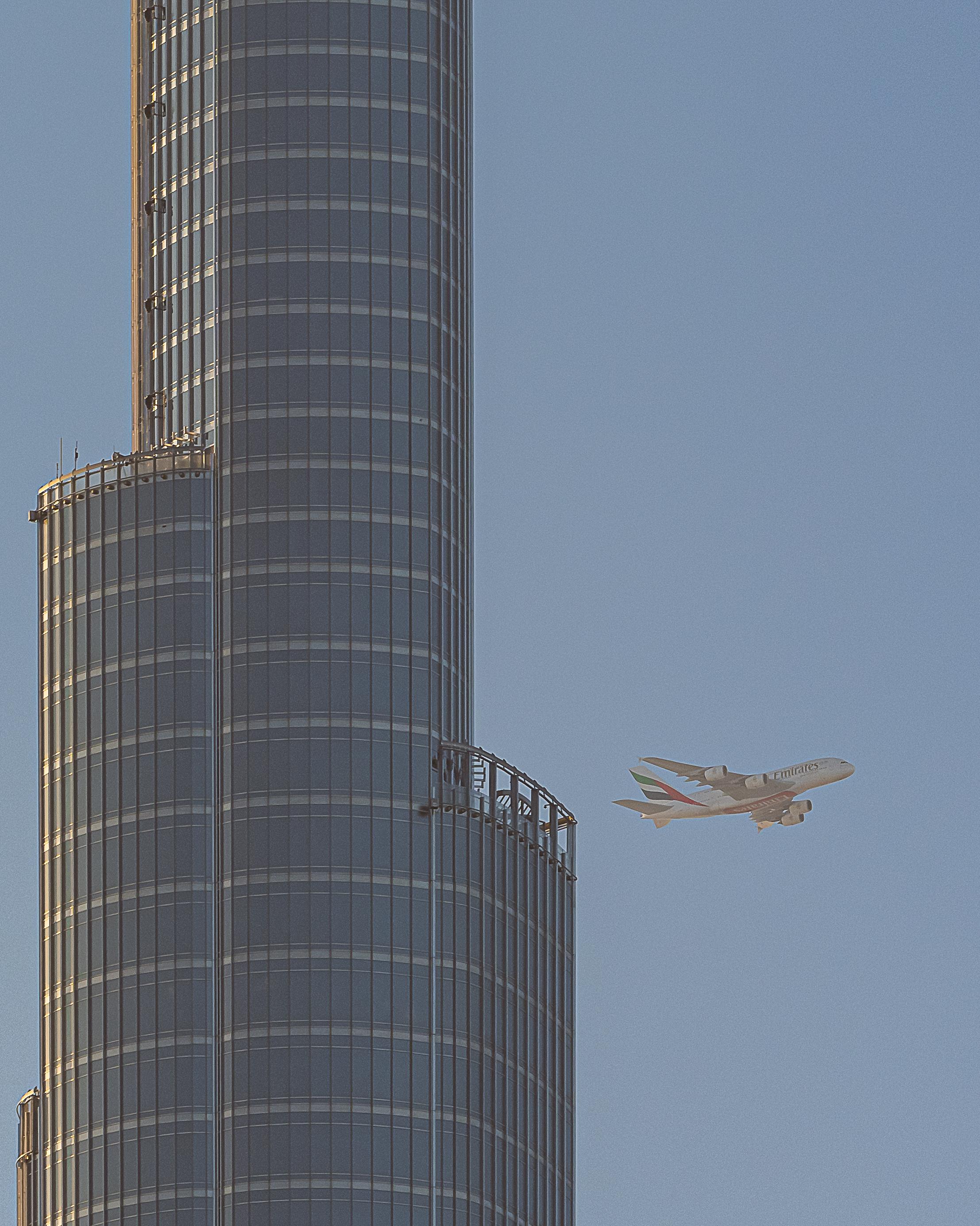 Burj Khalifa and Dubai planes (200mm cropped)